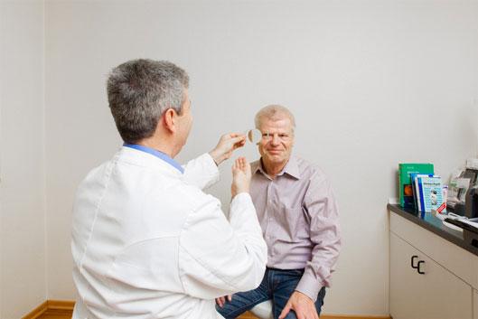 Bei Ihnen wurde Grauer Star diagnostiziert? Augenarzt Dr. Horowitz in Düsseldorf hilft Ihnen.