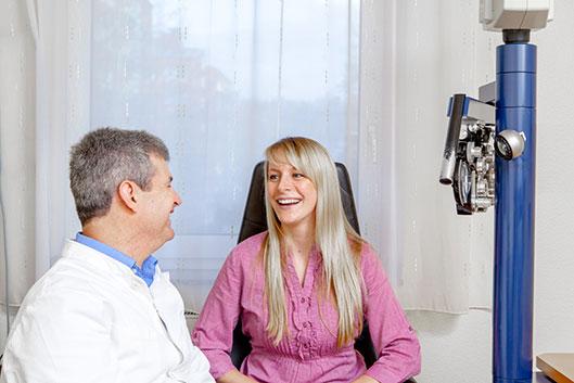 Oded Horowitz ist Spezialist für Augenheilkunde.